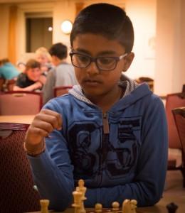 Sharujan schaakt steeds beter